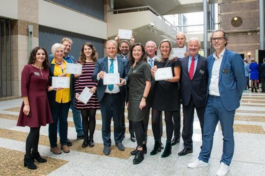 Vanmiddag werd de eerste editie van het digitale magazine van Platform Woonstarters aangeboden aan de woordvoerders wonen van de Tweede Kamer
